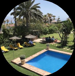 het zwembad bij de luxe villa - Blossom in Spain Retreat