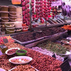 gezond shoppen op de plaatselijke markt Atarazanas Malaga - Blossom in Spain Retreat